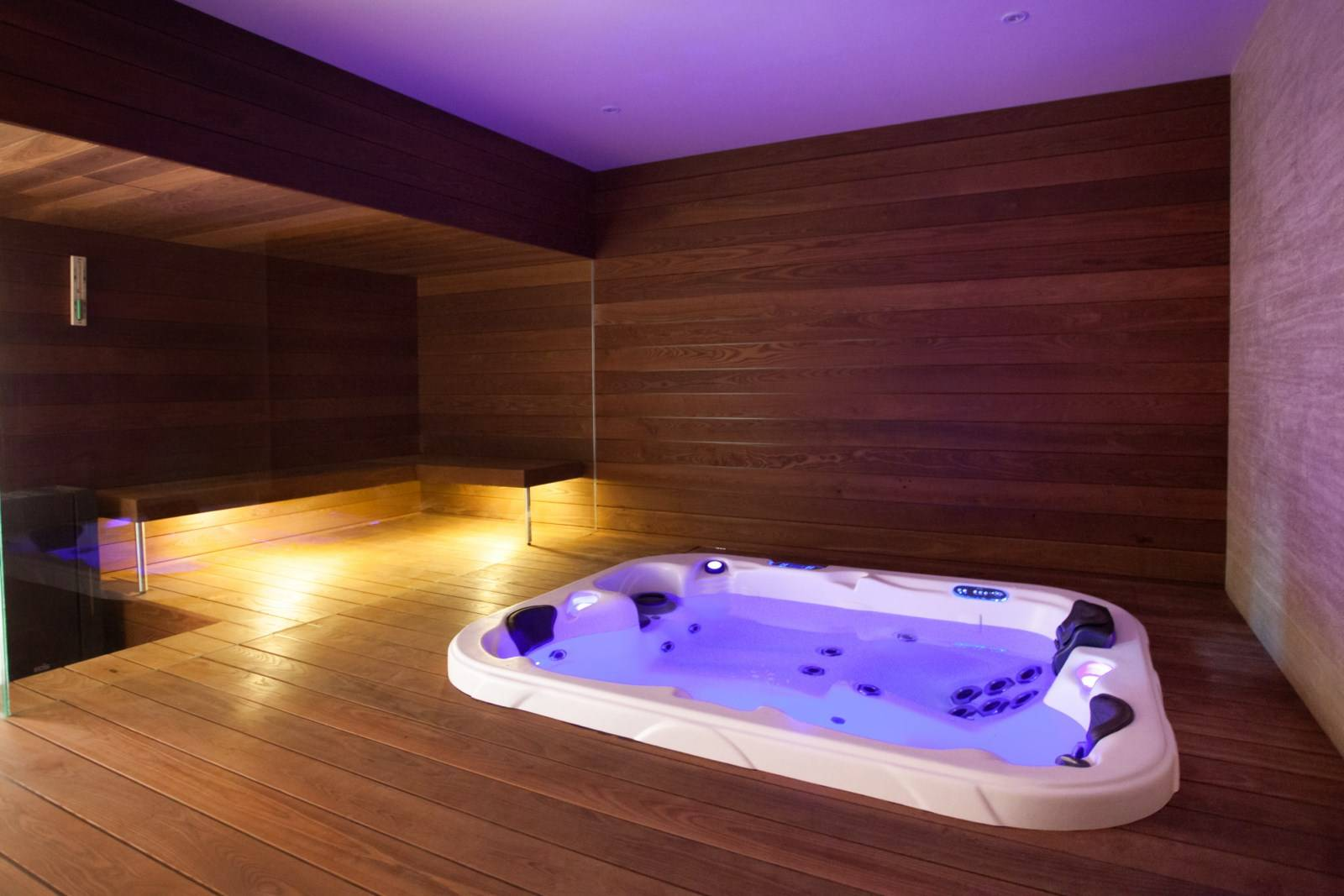 le spa jacuzzi 3 places le triad bayonne distributeur de spas haut de gamme bayonne. Black Bedroom Furniture Sets. Home Design Ideas